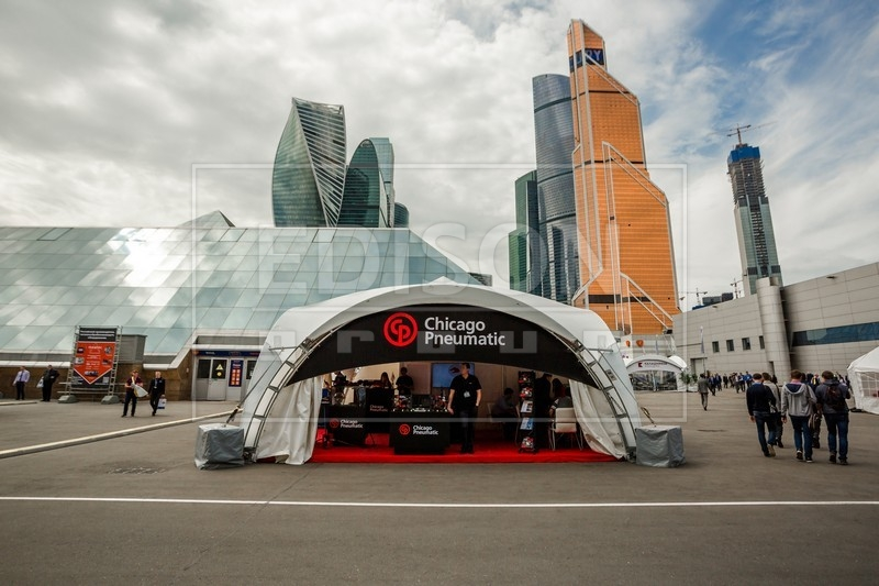 Арочные шатры от EDISON group в ЦВК «Экспоцентр»