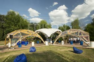 Деревянные шатры от EDISON group на вечеринке Bombaytonic